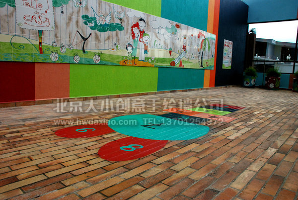 充满童趣的庭院手绘墙体彩绘