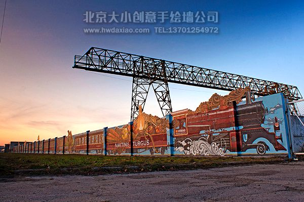 疾驰火车手绘墙壁画装饰百米长墙壁
