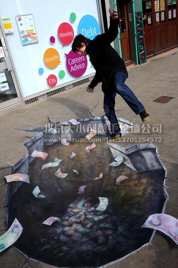 """3D立体手绘墙越来越多的应用于街道、店铺等生活空间装饰中,以其特有的细致美感和娱乐性,赢得了大家的喜爱。 大小手绘,您身边的墙绘壁画专家!更多墙绘、彩绘创意详情请点击>http://www.hwdaxiao.com [[img ALT=""""创意墙绘 办公室手绘墙 外墙彩绘 街道壁画 车库墙绘 走廊壁画 3D立体壁画 立体手绘墙 学校手绘墙 餐厅手绘墙 商场手绘墙 手绘墙素材 北京墙绘公司 手绘墙 墙体彩绘 墙绘价格 手绘壁画"""" src=""""http://simg."""