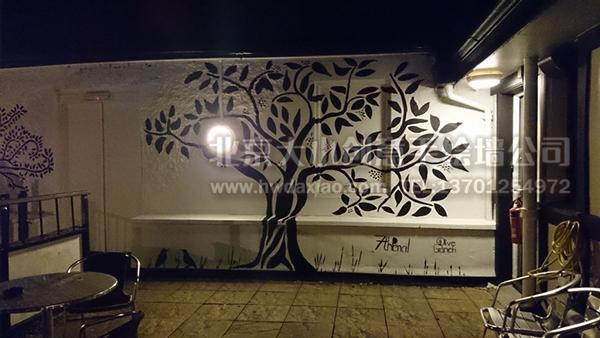 黑白印象--橄榄树啤酒花园艺术手绘墙壁画