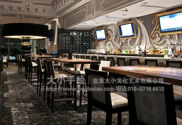 装饰花纹墙体彩绘打造复古风格餐厅