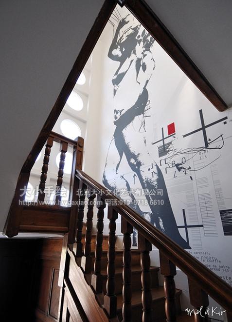 文字与剪影墙体彩绘装饰走廊空间