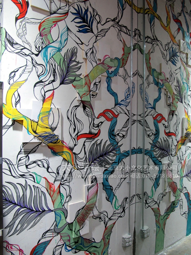 """同时,也可以关注我们的微信公众平台大小创意壁画,那里有更多好玩有趣的手绘作品欣赏。 [[img ALT=""""走廊墙绘 楼梯间彩绘 服装店壁画 奇幻 五彩 树木 创意墙绘 店铺彩绘 商场手绘墙 餐厅手绘墙 办公室手绘墙 北京墙绘公司 手绘墙 墙体彩绘 墙绘价格"""" src=""""http://simg.sinajs."""