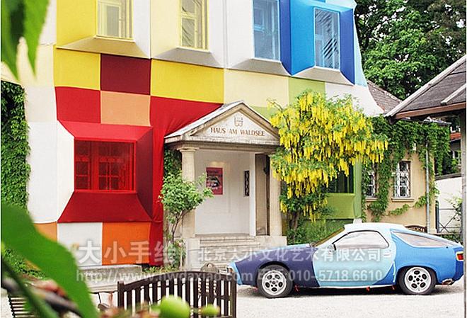 """同时,也可以关注我们的微信公众平台大小创意壁画,那里有更多好玩有趣的手绘作品欣赏。 [[img ALT=""""街道创意墙绘 外墙壁画 仓库壁画 卡通 格子 色彩 停车场彩绘 文化墙彩绘 餐厅手绘墙 办公室手绘墙 北京墙绘公司 手绘墙 墙体彩绘 墙绘价格 """" src=""""http://simg.sinajs.cn/blog7style/images/common/sg_trans."""