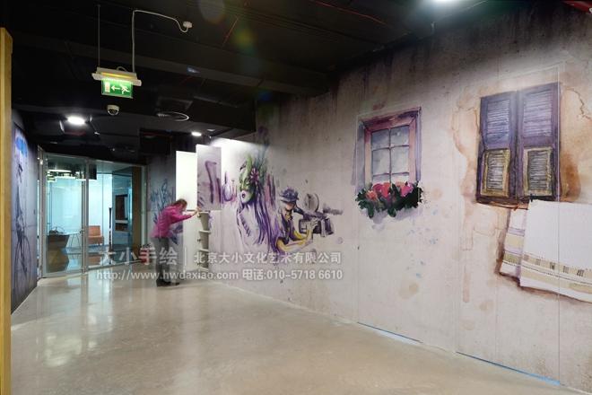 """同时,也可以关注我们的微信公众平台大小创意壁画,那里有更多好玩有趣的手绘作品欣赏。 [[img ALT=""""创意墙绘 办公手绘墙 色彩 城市 俄罗斯方块 商场手绘墙 旅店手绘墙 餐厅手绘墙 酒吧手绘墙 文化墙彩绘 手绘墙素材 北京墙绘公司 手绘墙 墙体彩绘 墙绘价格 手绘壁画"""" src=""""http://simg."""