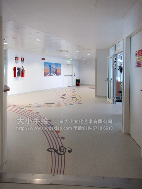 简单可爱墙绘走廊