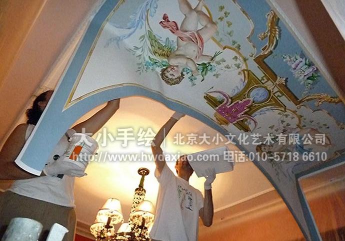 """同时,也可以关注我们的微信公众平台大小创意壁画,那里有更多好玩有趣的手绘作品欣赏。 [[img ALT=""""古典油画墙绘,天使彩绘,天花板手绘墙,穹顶天顶壁画,餐厅手绘墙,办公室手绘墙,北京墙绘公司"""" src=""""http://simg.sinajs.cn/blog7style/images/common/sg_trans.gif"""" real_src =""""http://www."""